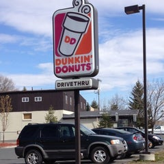Photo taken at Dunkin' Donuts by Lisa R. on 4/12/2012