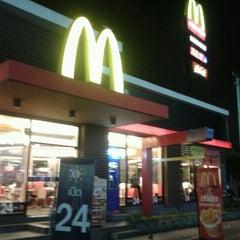Photo taken at McDonald's & McCafé (แมคโดนัลด์ & แมคคาเฟ่) by Marie-Ange on 9/25/2011
