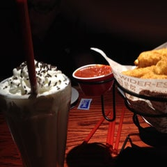 Photo taken at Red Robin Gourmet Burgers by Ryan F. on 4/28/2012