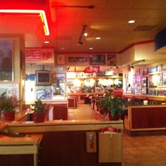 Photo taken at Red Robin Gourmet Burgers by pja666 on 8/14/2011