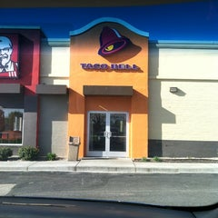 Photo taken at Taco Bell by Aaron T. on 3/28/2012