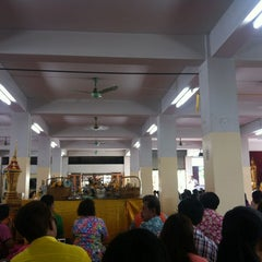 Photo taken at วัดทองใน (Wat Thongnai) by i-Dle on 4/14/2012