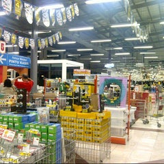 Photo taken at Depo Bangunan by Ratna R. on 8/25/2012