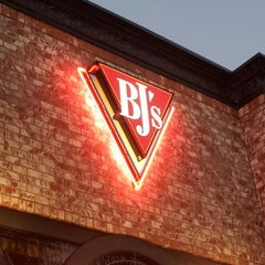 Photo taken at BJ's Restaurant and Brewhouse by CaliLayne on 8/19/2012