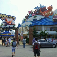 Photo taken at Melaka Wonderland by Rozy N. on 5/26/2012