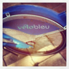 Photo taken at Vélo Bleu (Station No. 26) by Iarla B. on 7/16/2012
