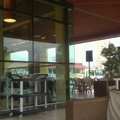 Photo taken at Cefe's Café by Francisco Guerra A (. on 8/13/2012