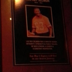 Photo taken at Lee Roy Selmon's by Donna M. on 2/10/2013