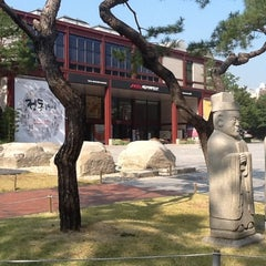 Photo taken at 서울역사박물관 (Seoul Museum of History) by Seung-taeck L. on 10/26/2012
