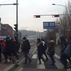 Photo taken at 이화여자대학교 후문 (Ewha Womans University Back Gate) by Seung-taeck L. on 1/28/2013
