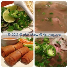 Photo taken at Pho Show by 💕i /@yumyum.in.the.tumtum on 10/26/2012