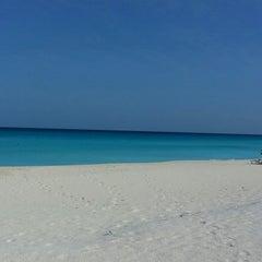 Foto tomada en Sunset Royal Beach Resort por Lupita T. el 5/4/2013