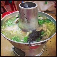Photo taken at Nan Hwa Chong Fish-Head Steamboat Corner (南华昌亚秋鱼头炉) by Ze Hao L. on 12/22/2012
