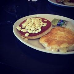 Photo taken at Pancake House (בית הפנקייק) by Ifaa A. on 3/2/2013