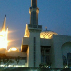 Photo taken at Masjid Sultan Ismail by Hf A. on 10/3/2012