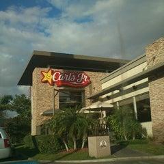 Photo taken at Carl's Jr. by Inés G. on 12/30/2012