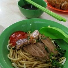 Photo taken at 隆香茶室,Melaka by Yong W. on 5/17/2014