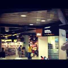 Photo taken at QAIA - Gate 11 by 3ezz .. on 10/29/2012