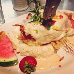 Photo taken at Hash House A Go Go by Bonnie L. on 7/5/2013