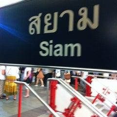 Photo taken at BTS สยาม (Siam) CEN by DRair W. on 2/21/2013