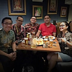 Photo taken at Hard Rock Cafe Jakarta by Agus S. on 4/24/2015