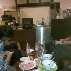 Photo taken at Gloria Jean's Coffee by Kisinje A. on 10/2/2012