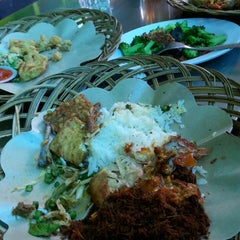Photo taken at Ayam Penyet Suroboyo by Jesicka T. on 9/10/2013
