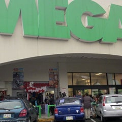 Photo taken at MEGA Comercial Mexicana by Hector H. on 11/18/2012