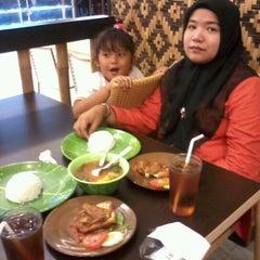 Photo taken at Ayam dan Ikan Goreng Cianjur by dadang h. on 11/15/2012