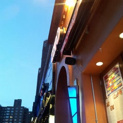 Photo taken at Uno Pizzeria & Grill - Forest Hills by Nicole L. on 6/26/2013