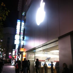Photo taken at Apple Store 渋谷 by A N. on 12/14/2012