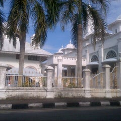 Photo taken at Masjid Abidin (Masjid Putih) by Nor Azhar A. on 6/9/2013