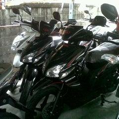 Photo taken at Honda Asaparis Hasanudin by sagung n. on 3/15/2013