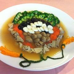 Photo taken at Kuta Bali Cafe (峇里城食坊) by Pek Chee C. on 10/15/2012