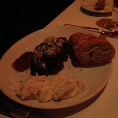 Photo taken at Fleming's Prime Steakhouse & Wine Bar by Bryce on 4/19/2013