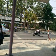 Photo taken at ป้ายรถม่วง อมช. by Primm P. on 2/18/2016