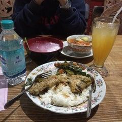 Photo taken at Mbah Jingkrak Bentuman by Verissa Rana K. on 11/11/2015
