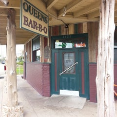 Photo taken at Queen's BBQ by James B. on 11/2/2014