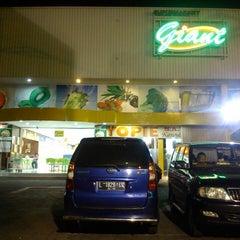 Photo taken at Giant by Reza P. on 6/25/2013