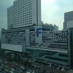 Photo taken at Grand Mercure Bangkok Fortune (โรงแรมแกรนด์เมอร์เคียว กรุงเทพ ฟอร์จูน) by Danil K. on 2/22/2013