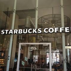 Photo taken at Starbucks by Eddie Pipocas on 9/29/2012