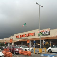 Photo taken at The Home Depot by Tio Chon on 6/6/2014