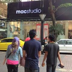 Photo taken at Mac Studio by Faris Torres on 1/20/2013