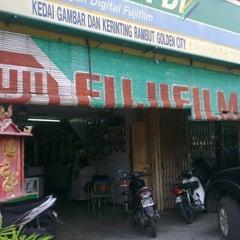 Photo taken at Golden City Kedai Kerinting by Nauzder L. on 9/16/2012