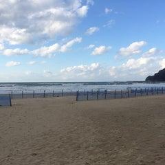 Photo taken at 夕日ヶ浦海水浴場 by Mrtn E. on 11/15/2014