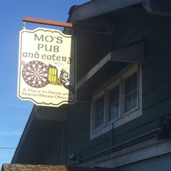 Photo taken at Mo's Pub & Eatery by Michael B. on 8/10/2014