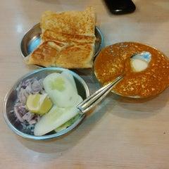 Photo taken at Rajendra Pavbhaji & Juice Bar by Abhijeet P. on 12/24/2013