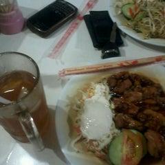 Photo taken at Qudama Japanese Food by Wisnu W. on 11/7/2012
