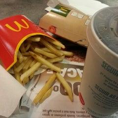 Photo taken at McDonald's by Hélder S. on 1/30/2013
