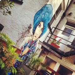 Photo taken at Hatters Hostel by Fernando A. on 5/26/2014